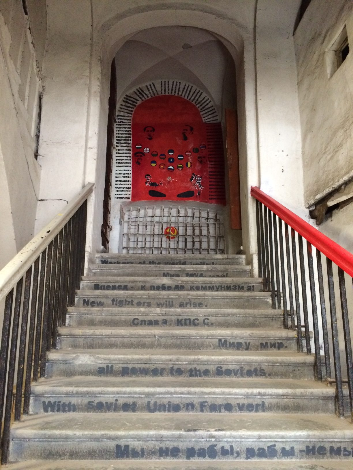 Aufgang zum Kunstprojekt im Patarei Gefängnis
